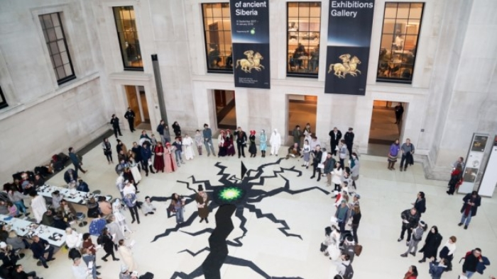 Artiestenhekelen met deze Permafrost Crack de sponsoring van het British Museum door BP