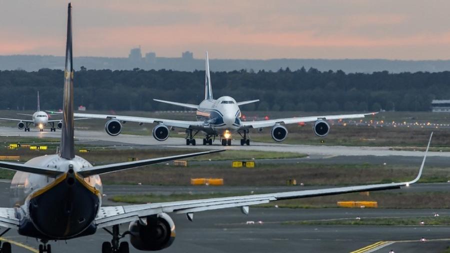 vliegtuigen-aan-de-grond