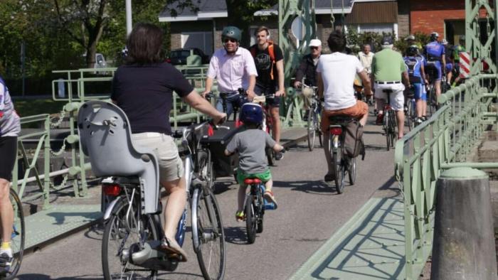 fietsers aan astene-sas